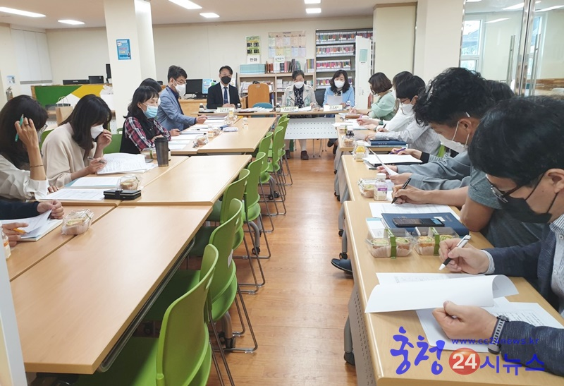 [보도사진2-3] 용남고등학교 찾아가는 고교학점제 교원 연수.jpg