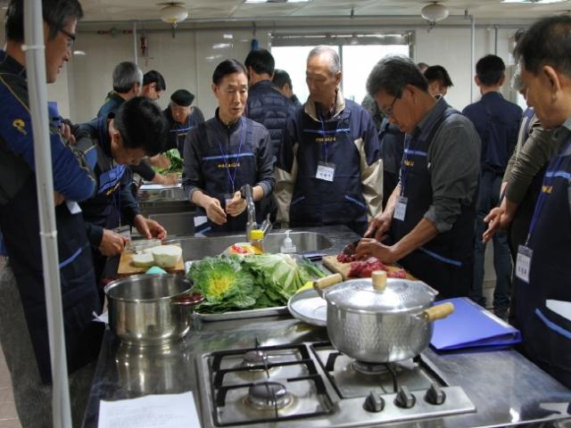크기변환_부여군 아버지 요리교실 장면 (3).jpg