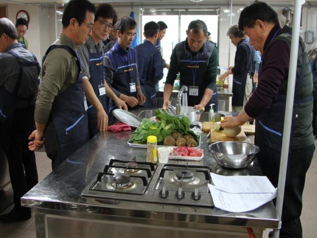 크기변환_부여군 아버지 요리교실 장면 (2).jpg